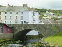 Puente y río Fotos de archivo libres de regalías
