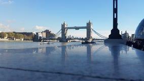 Puente y río Thames de la torre Imagenes de archivo