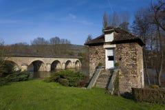 Puente y río de Orne, Clecy Imágenes de archivo libres de regalías