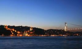 Puente y Rumeli Fortaleza-Cas de Mehmet del sultán de Fatih Fotos de archivo