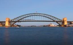 Puente y teatro de la ópera del puerto de Sydney Foto de archivo