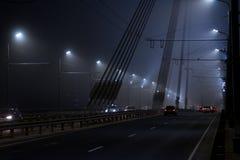 Puente y tráfico en la niebla Fotografía de archivo libre de regalías