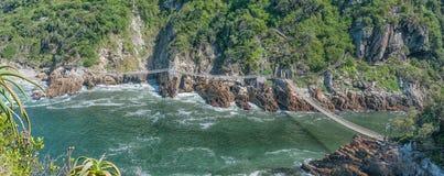 Puentes colgantes en la boca del río de las tormentas Fotografía de archivo
