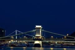 Puentes de Budapest por noche Fotografía de archivo