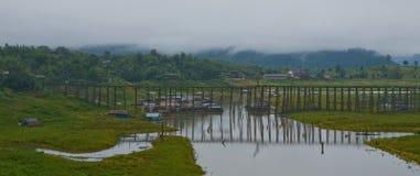 Puentes de madera - kanjanaburi del sangklaburi Fotos de archivo