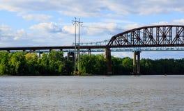 Puentes del ferrocarril y del coche sobre Hudson River en el parque de estado de Schodack Fotos de archivo libres de regalías