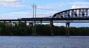 Puentes del ferrocarril y del coche sobre Hudson River en el parque de estado de Schodack Imagen de archivo