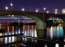 Puentes en la noche Imagen de archivo libre de regalías