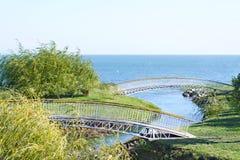 Puentes peatonales a través del río Fotografía de archivo