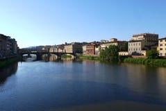 Puentes sobre Arno River Florence Italy foto de archivo