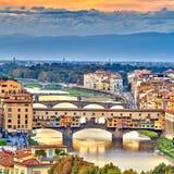 Puentes sobre el río de Arno en Florencia Foto de archivo libre de regalías