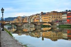 Puentes sobre el río de Arno en Florencia, Italia Imagen de archivo libre de regalías