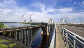 Puentes sobre el río de Dnieper Imagenes de archivo