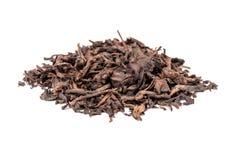 Puerh.在白色隔绝的中国黑暗的茶 库存照片