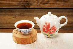 Puerh tea in white bowl brewed in white porcelain pot Royalty Free Stock Photos