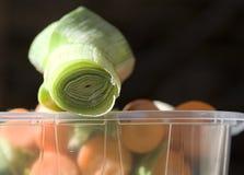 Puerro sobre zanahorias Foto de archivo libre de regalías