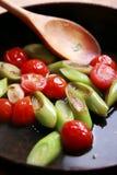 Puerro y tomates de la carne asada Foto de archivo libre de regalías