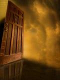 Puerta abierta al misterio Foto de archivo libre de regalías