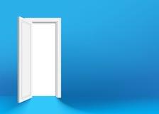 Puerta abierta blanca en la pared verde Imagenes de archivo