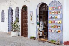 Puerta abierta de la pequeña tienda de souvenirs, Tánger Fotografía de archivo libre de regalías