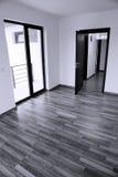Puerta abierta en una nueva casa Foto de archivo
