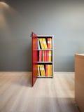 Puerta abierta y carpetas del gabinete de fichero Imagen de archivo