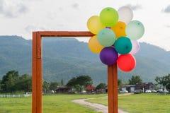 Puerta abierta y globo Imagenes de archivo