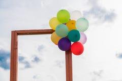 Puerta abierta y globo Imagen de archivo libre de regalías