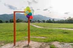 Puerta abierta y globo Fotos de archivo