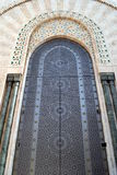 Puerta adornada en la 2da mezquita de Hassan en Casablanca Marruecos Fotografía de archivo