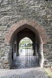 Puerta al castillo Foto de archivo libre de regalías