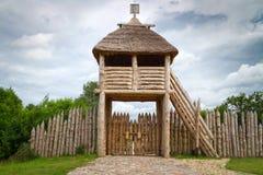 Puerta al comercio antiguo faktory en Pruszcz Gdanski Foto de archivo