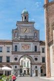 Puerta al cuadrado de ciudad Crema Italia fotografía de archivo