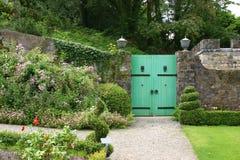 Puerta al jardín secreto Foto de archivo libre de regalías