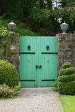 Puerta al jardín secreto Imágenes de archivo libres de regalías