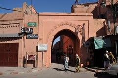 Puerta al Medina en Marrakesh Imágenes de archivo libres de regalías
