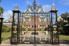 Puerta al palacio Londres de Kensington Foto de archivo