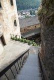 Puerta al patio del castillo de Orava, Eslovaquia fotos de archivo libres de regalías