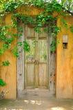 Puerta amarilla vieja Foto de archivo libre de regalías