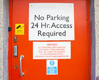 Puerta anaranjada de la seguridad. Imágenes de archivo libres de regalías