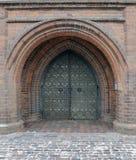 Puerta antigua de la iglesia foto de archivo