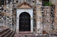 Puerta antigua de la iglesia en el La Aduana, México Imágenes de archivo libres de regalías