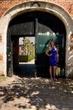 Puerta antigua de la muchacha rubia, Groot Begijnhof, Lovaina, Bélgica fotos de archivo libres de regalías