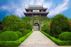 Puerta antigua del castillo Foto de archivo libre de regalías