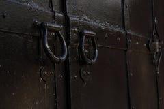 Puerta antigua del hierro labrado imagen de archivo
