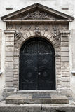 Puerta antigua del metal fotografía de archivo