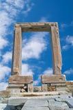 Puerta antigua del templo de Apollon en la isla de Naxos Foto de archivo libre de regalías