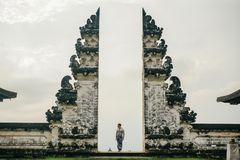 Puerta antigua en Lempuyan puro, Bali, Indonesia Imágenes de archivo libres de regalías