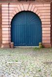 Puerta arqueada azul Foto de archivo libre de regalías