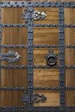 Puerta asiática de la fortaleza del estilo con los remaches Fotografía de archivo